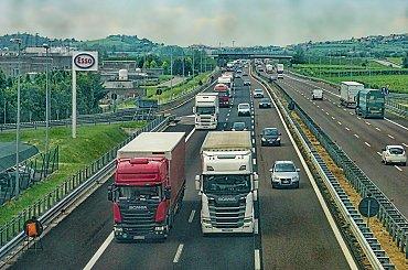 Britům došel benzín. Trhněte si, my se nevrátíme, vzkázali jim kamioňáci z EU