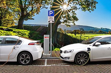 Elektromobilita definitivně vtrhla do Česka. Navzdory pandemii čerpala e-auta v prvním čtvrtletí na stanicích ČEZ o 1/3 více energie.