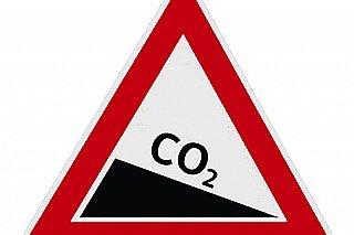 IEA: Japonsko bude muset nejpozději v roce 2030 začít prudce snižovat emise CO2